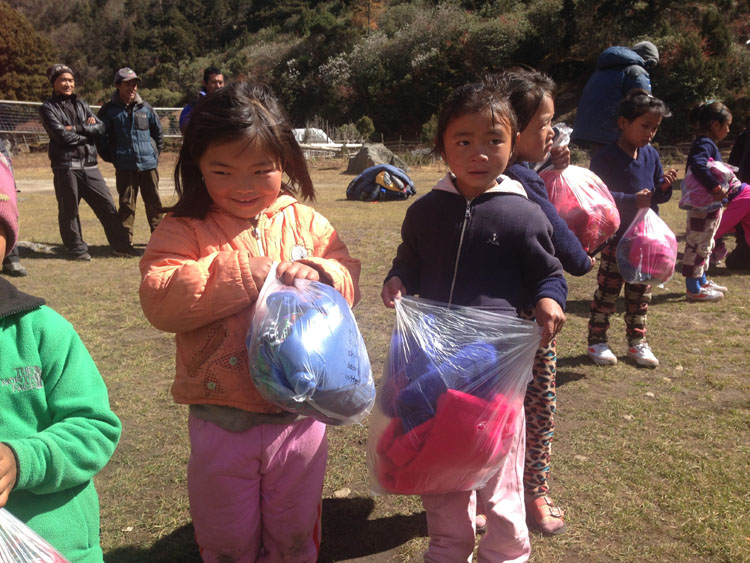 Ghunsa kids receiving warm clothes from Australia