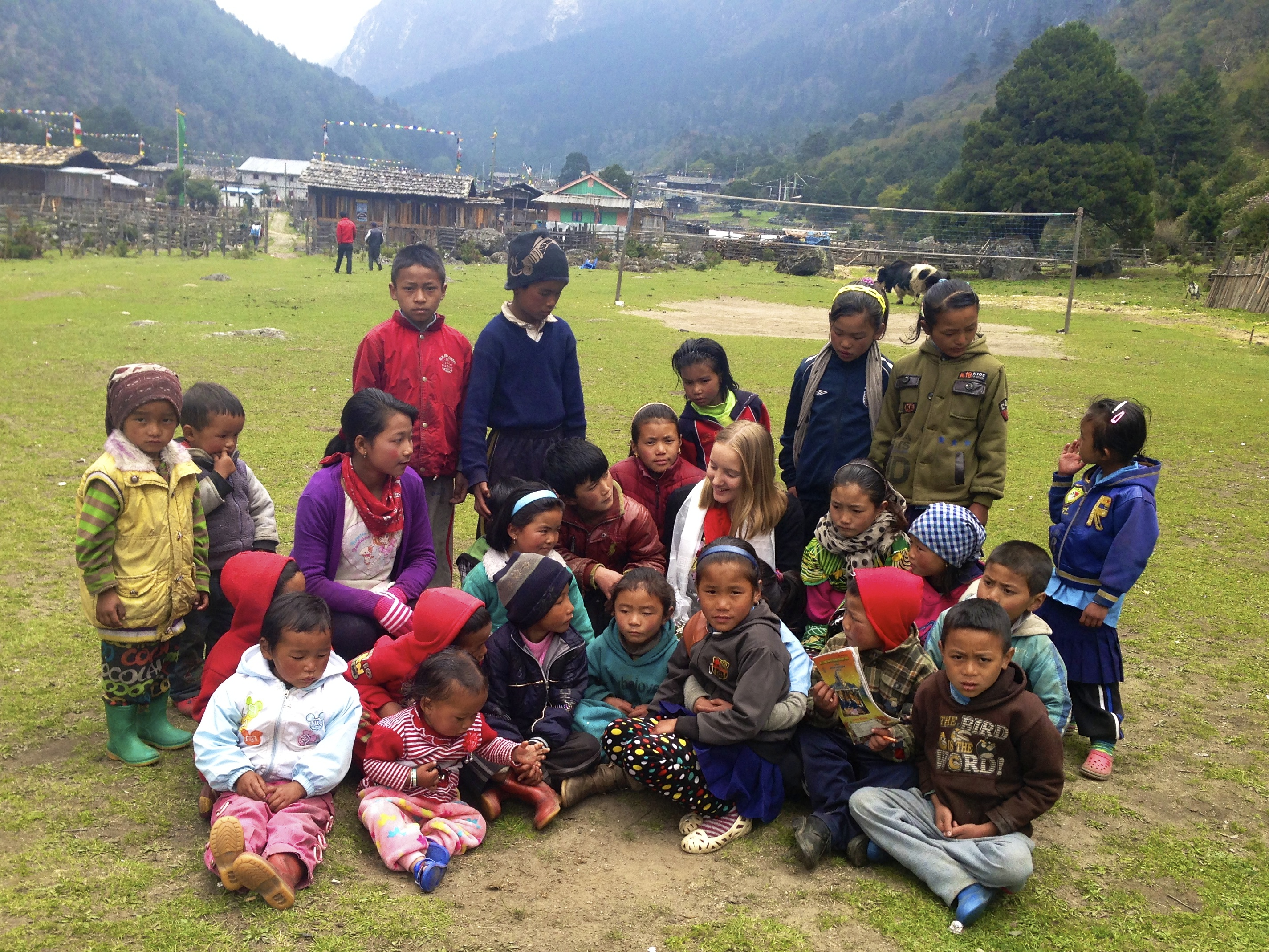 Ghunsa school kids with Bella